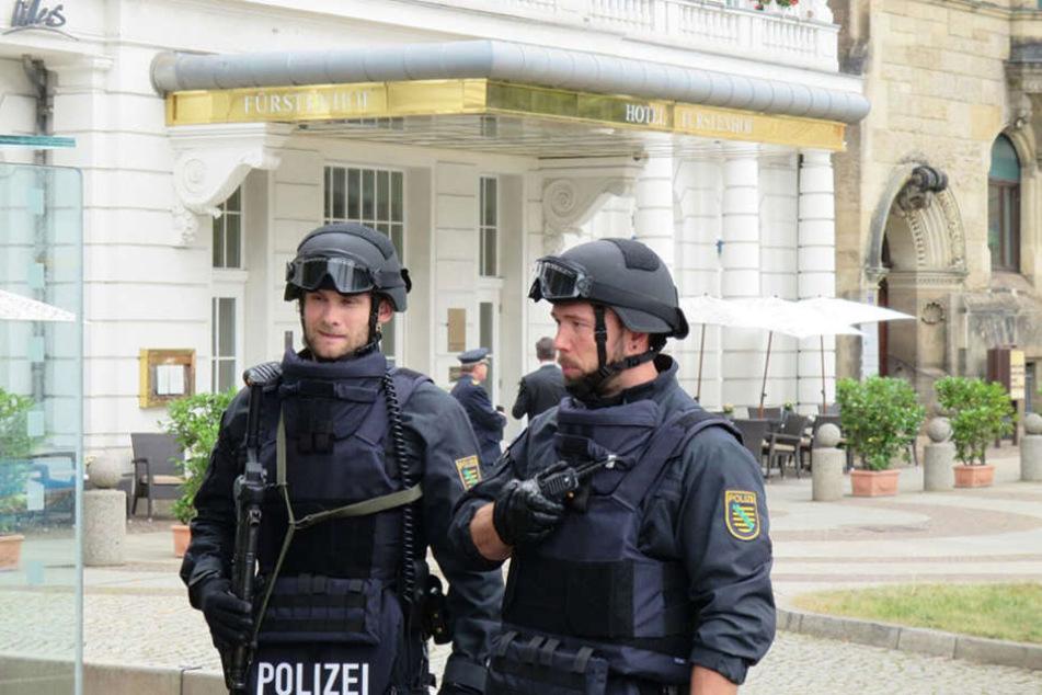 Die Polizei hat das Hotel weiträumig abgesperrt.
