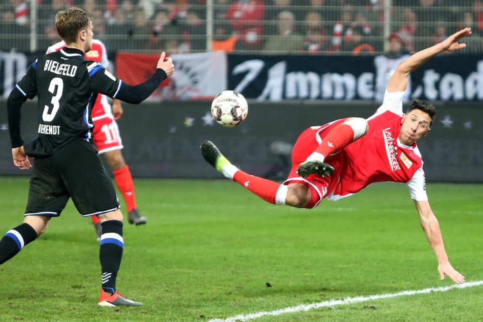 Robert Zulj (r.) konnte gegen Arminia Bielefeld seine gute Leistung aus dem Duisburg-Spiel nicht bestätigen.
