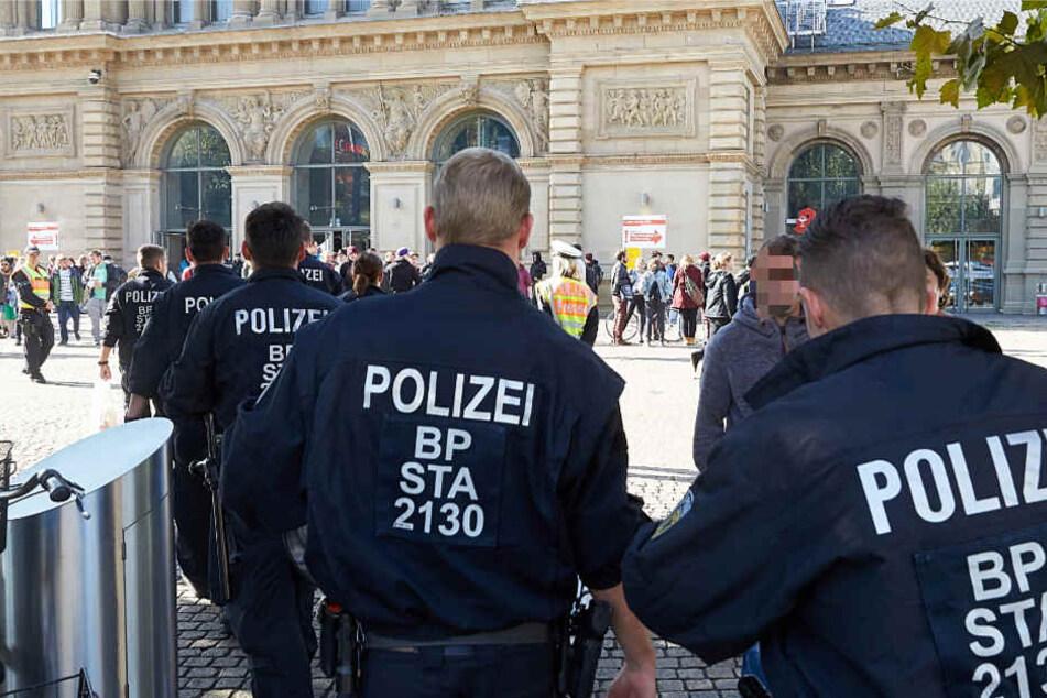 Zahlreiche Einsatzkräfte der Polizei Mainz sind vor Ort (Symbolbild).