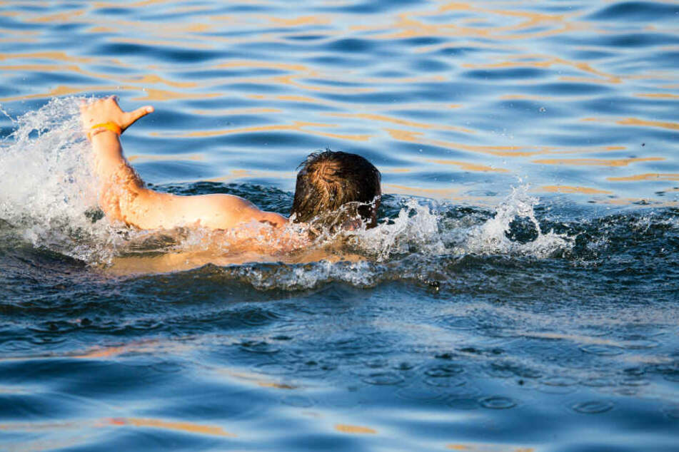 Im Kaarster See ist ein Mensch gestorben. (Symbolbild)