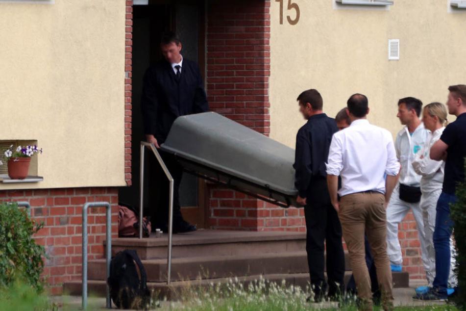 Noch am Tatort nahmen die Polizisten den 43-Jährigen fest (Symbolfoto).