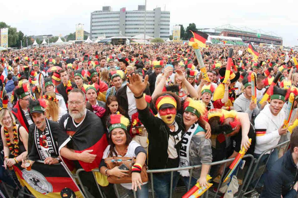 Rudelgucken zur WM: Auf dem Heiligengeistfeld müssen Fans in diesem Jahr wohl Eintritt zahlen.