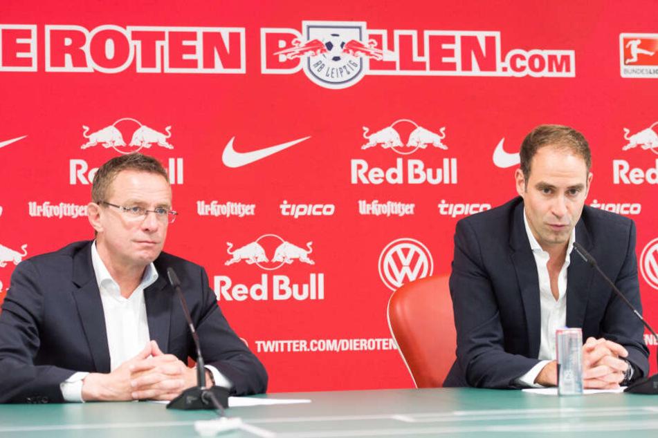Rangnick und Oliver Mintzlaff im Jahr 2015. Damals erklärte RB erstmals, dass der Sportdirektor auf den Trainerposten zurückkehren werde.