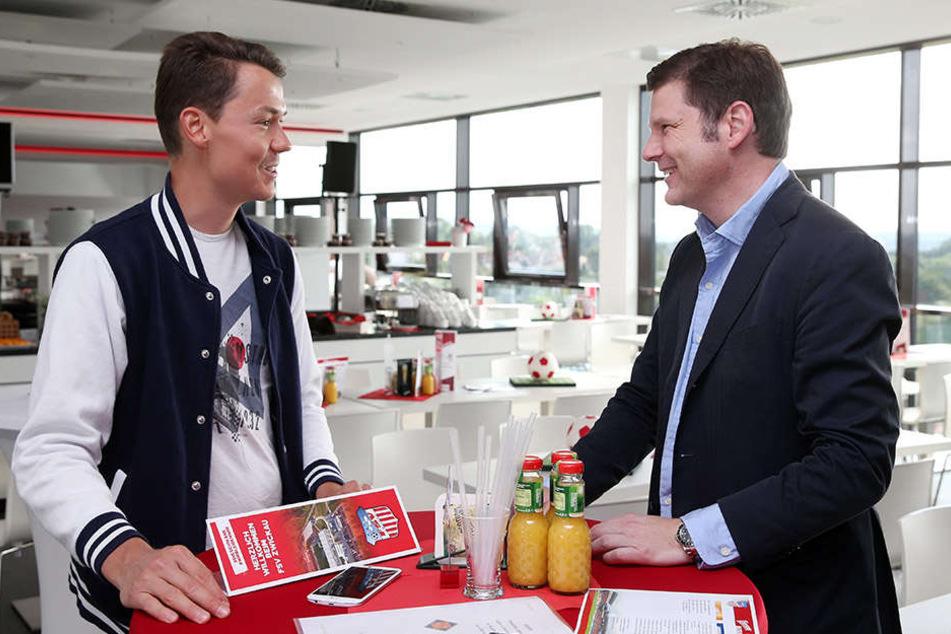 TAG24-Reporter Michael Thiele (l.) im Gespräch mit U! Sports-Geschäftsführer Arndt Jaworski.