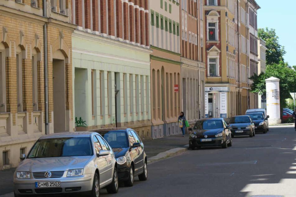 Ein brutaler Radler raubte am Freitagabend einen 34-jährigen Mann auf dem Sonnenberg aus.