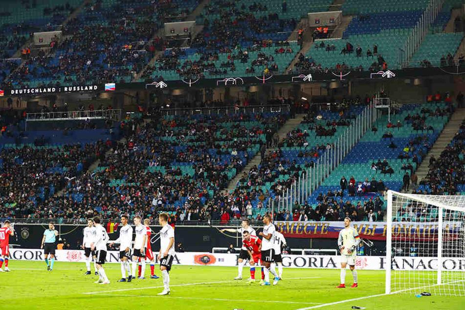 Mehr als 7000 Plätze blieben im Leipziger Zentralstadion unbesetzt - ist für den DFB die Zeit gekommen, Spiele in kleineren Stadien und Städten anzusetzen?