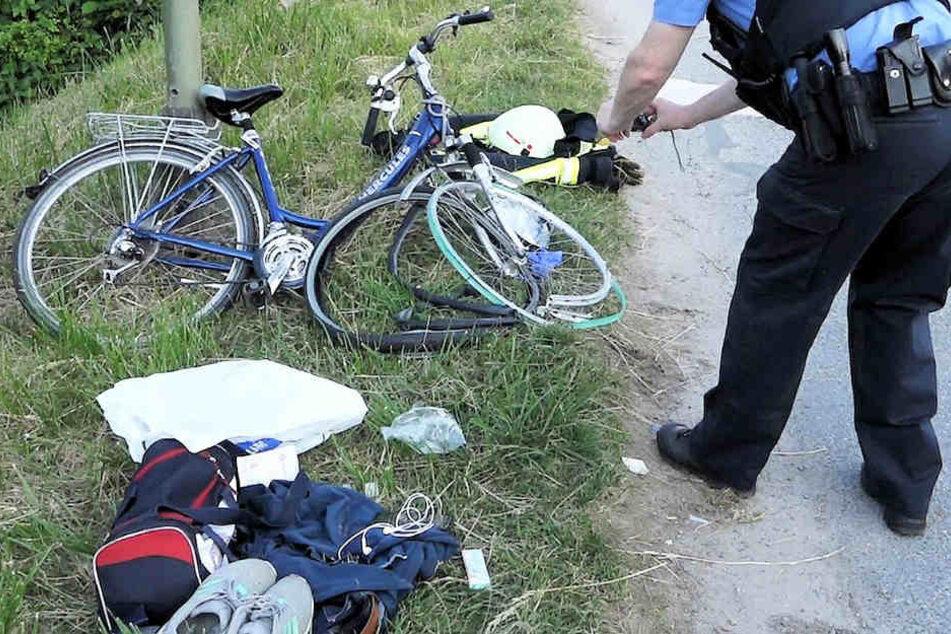 Die junge Frau und ihr Fahrrad wurden seitlich von einem Zug erfasst.