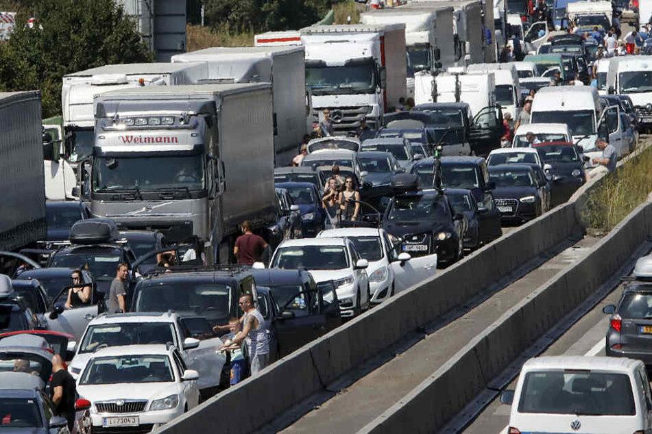 Die Autobahn musste in Richtung Frankfurt voll gesperrt werden. (Symbolbild)