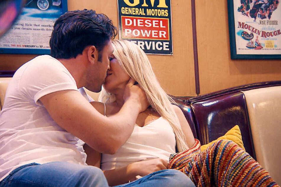 Beim Einzeldate kamen sich Jessica und der Bachelor näher.
