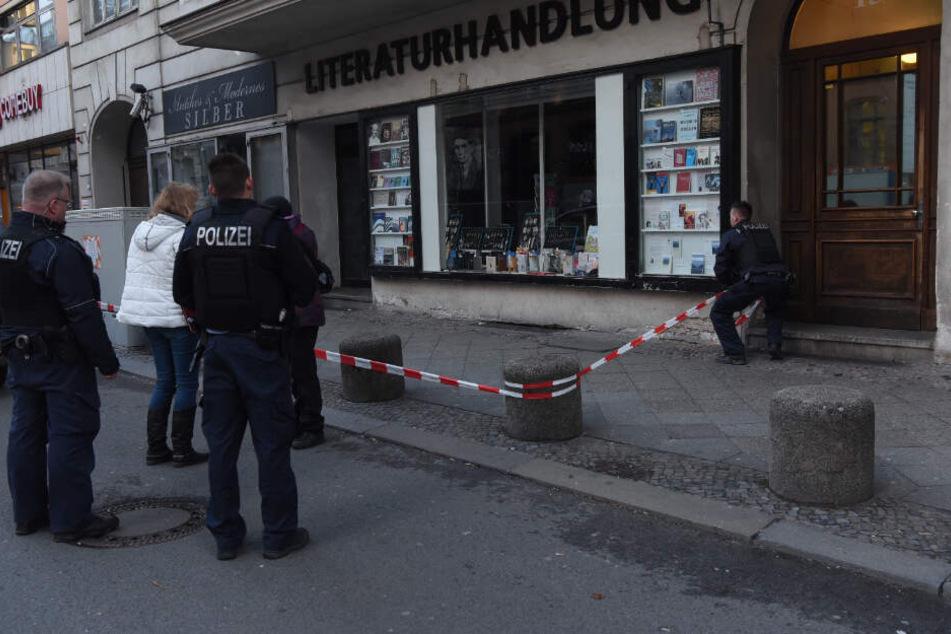 Die Polizei sichert den Tatort.