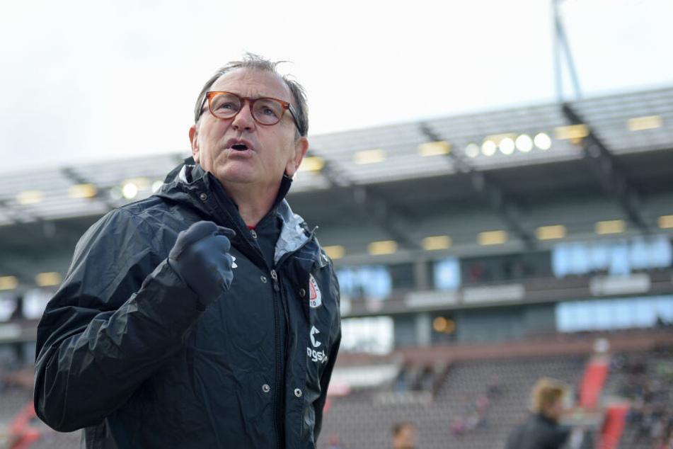 Ewald Lienen wütet nicht nur gegen die Politik und gesellschaftliche Entwicklungen, auch als Trainer war er an der Seitenlinie sehr impulsiv.