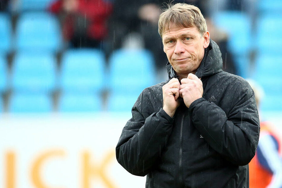Trainer Sven Köhler erwartet trotz Finanzkrise eine Topleistung von seinem Team.