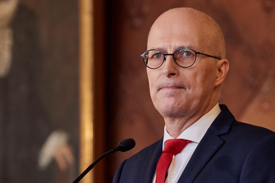 Bürgermeister Peter Tschentscher (55, SPD) verschärft die Corona-Maßnahmen wieder.