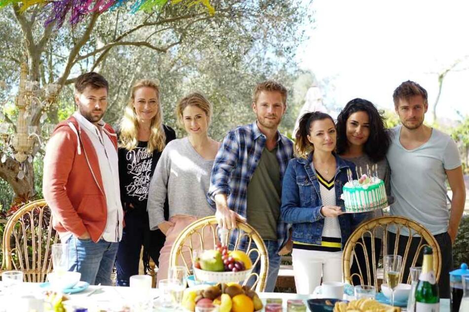 Sieben Darsteller flogen nach Mallorca: v.l. John, Maren, Sophie, Paul, Emily, Shirin, Philip.
