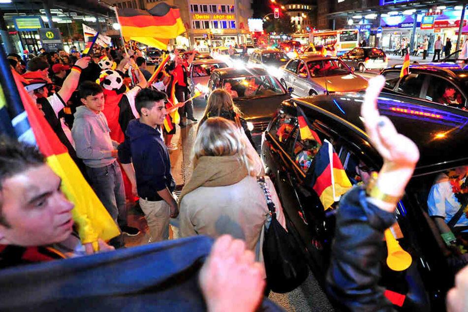 In Bielefeld herrschte nach dem Rudelgucken und den Erfolgen der Nationalmannschaft top Stimmung.