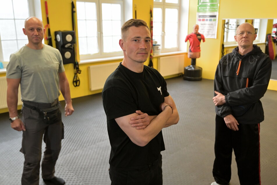 """Nick Kedzierski (30, M.) gründete die Initiative """"Wir für Sport"""", kämpft mit den Kollegen Jens Thomalla (54. l.) und Lutz Vogel (60) für die Öffnung von Sportstätten."""