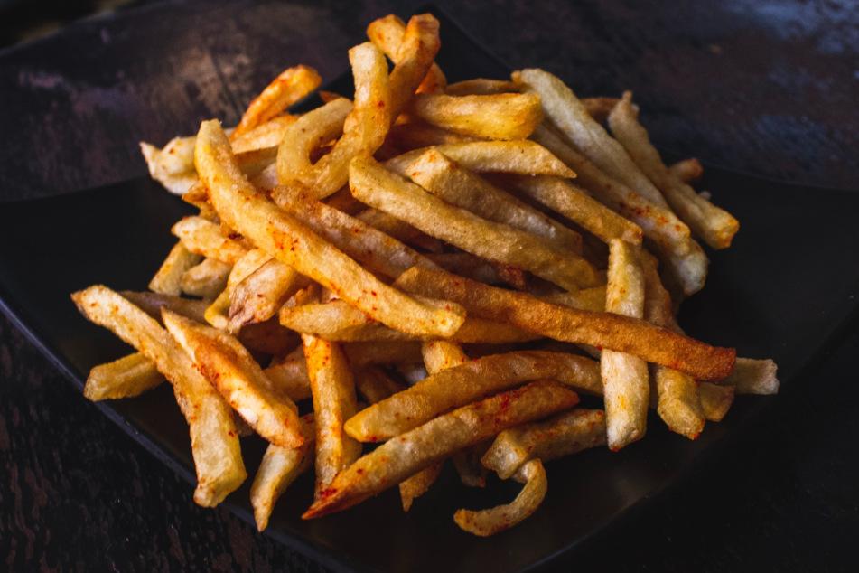So gelingen Euch die perfekten Pommes Frites im Backofen