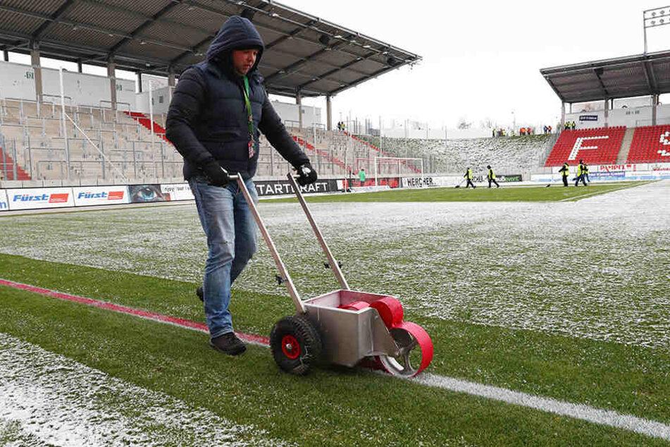 Streitfall Stadionmiete: Der FSV Zwickau möchte da gern den Rotstift ansetzen. Die Betreibergesellschaft gibt sich eher zurückhaltend.