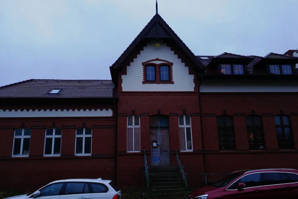 Das alte Fachwerkhaus hat gut 600 Quadratmeter. Momentan handelt es sich noch eher um eine Baustelle als denn um ein Wohnhaus.