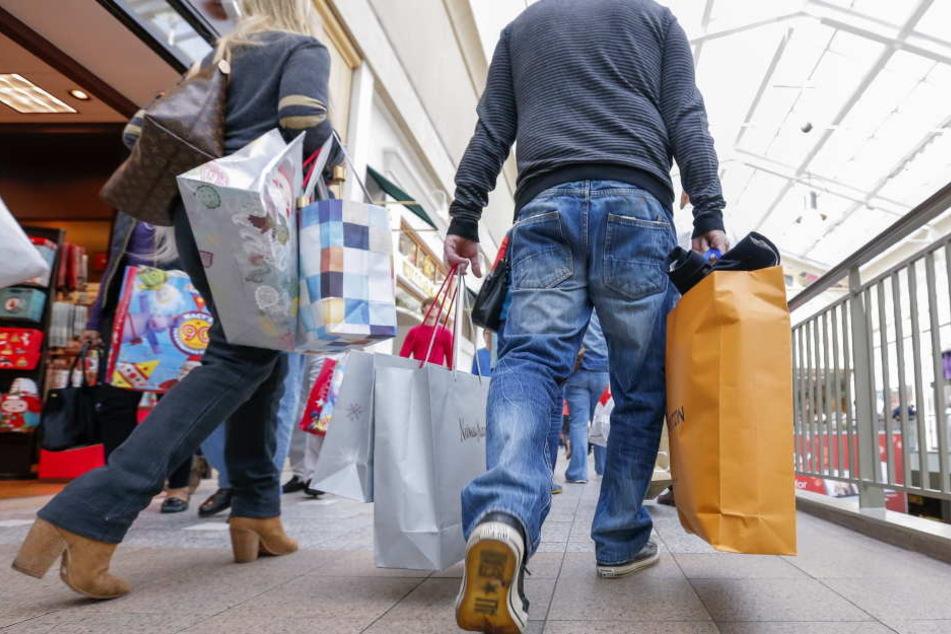 Noch sind die Shoppingmeilen in Deutschland gut besucht.