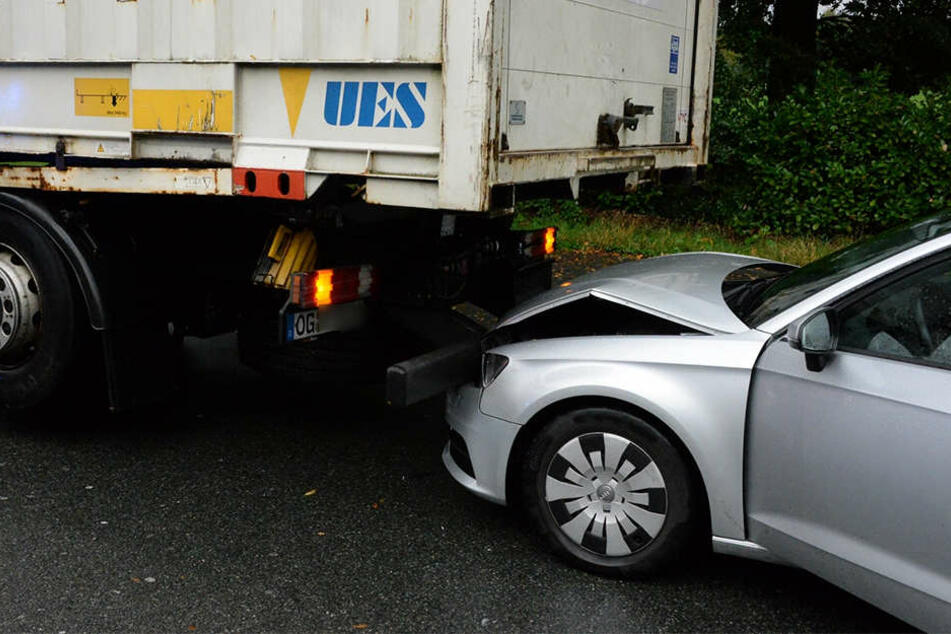 Der 65-jährige Audi-Fahrer und seine 61-jährige Frau mussten nach dem Unfall ins Krankenhaus.