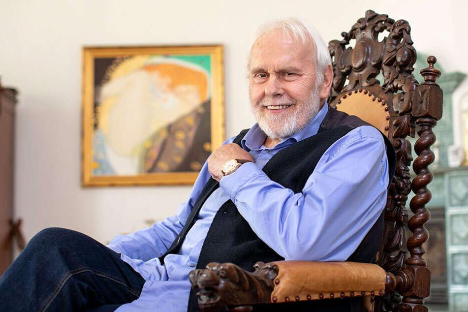 Gunther Emmerlich (74) in seinem Wohnzimmer. Hier dreht der MDR Ende Oktober auch eine Weihnachtssendung, die am 23. Dezember ausgestrahlt wird.