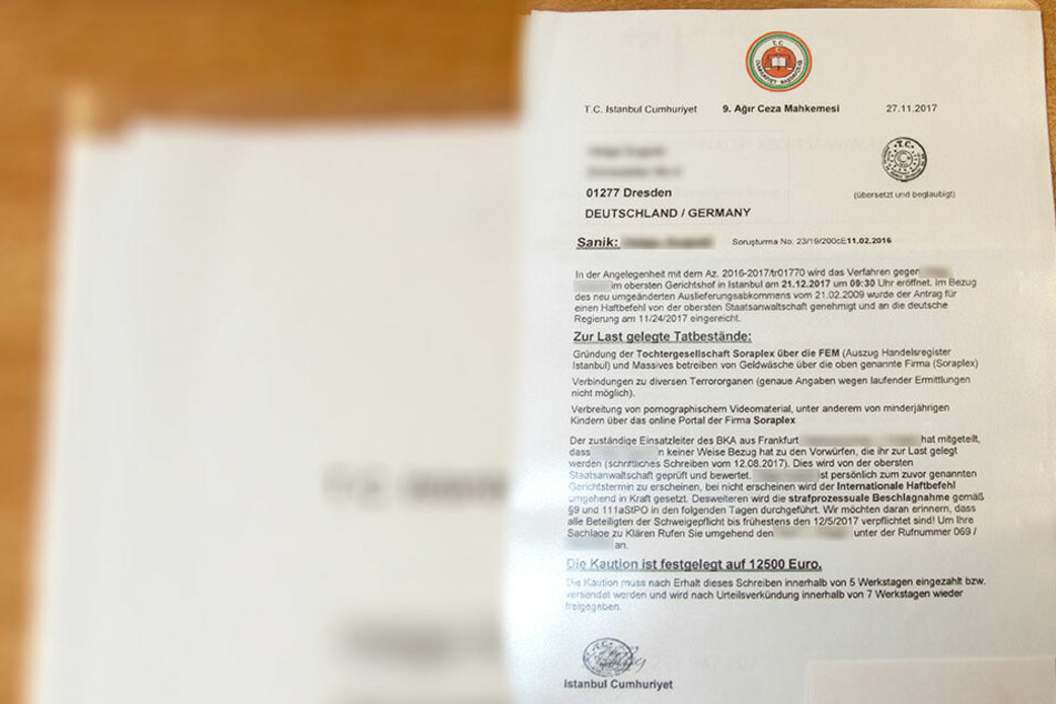 Dieses amtliche Schreiben mit einem Haftbefehl aus der Türkei erhielt eine 79 Jahre alte Dresdnerin per Post.