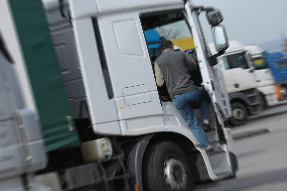 Der Lkw-Fahrer wurde schwerst verletzt. (Symbolbild)