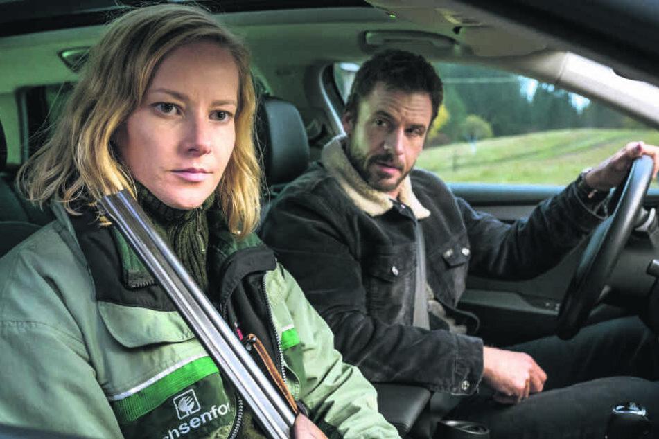 Wer hat den Freiberger Bergbau-Professor Dr. Hellmann getötet? Försterin Saskia Bergelt (Teresa Weißbach) hilft Hauptkommissar Adam (Stephan Luca) bei der Aufklärung.