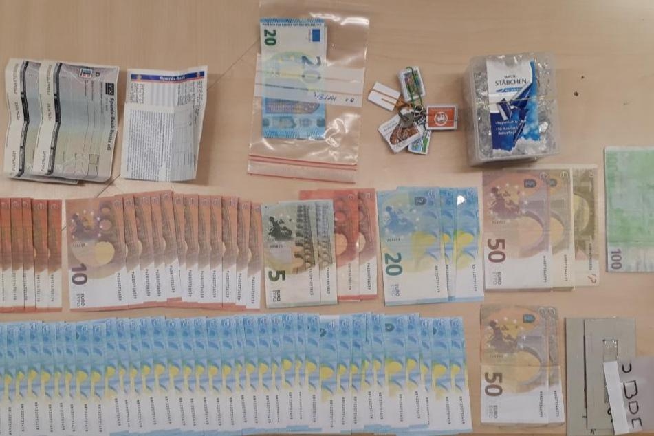 Teile der Sachen, die die Polizei bei dem Mann fanden.