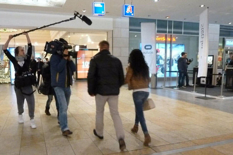 Dieses Paar wurde beim Shoppen begleitet.