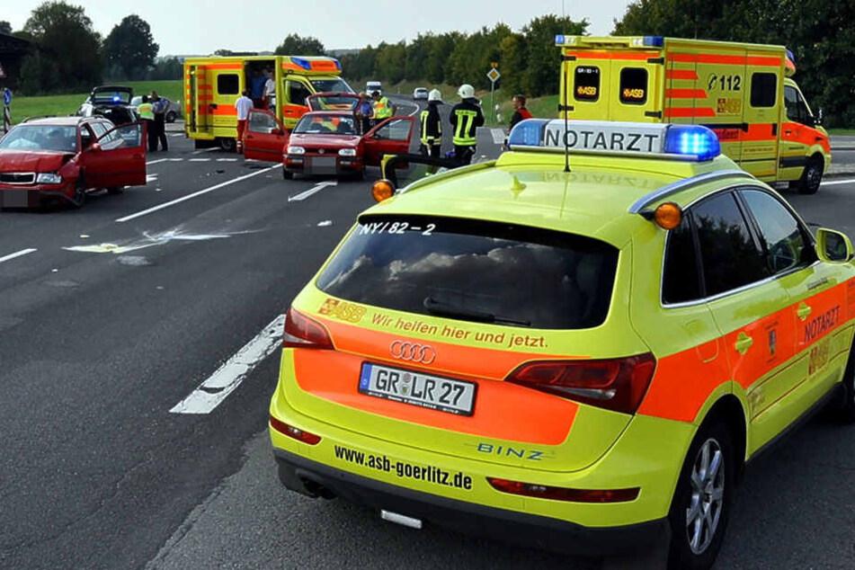 Bei einem Kreuzungscrash auf der B6 gab es zwei Schwerverletzte.