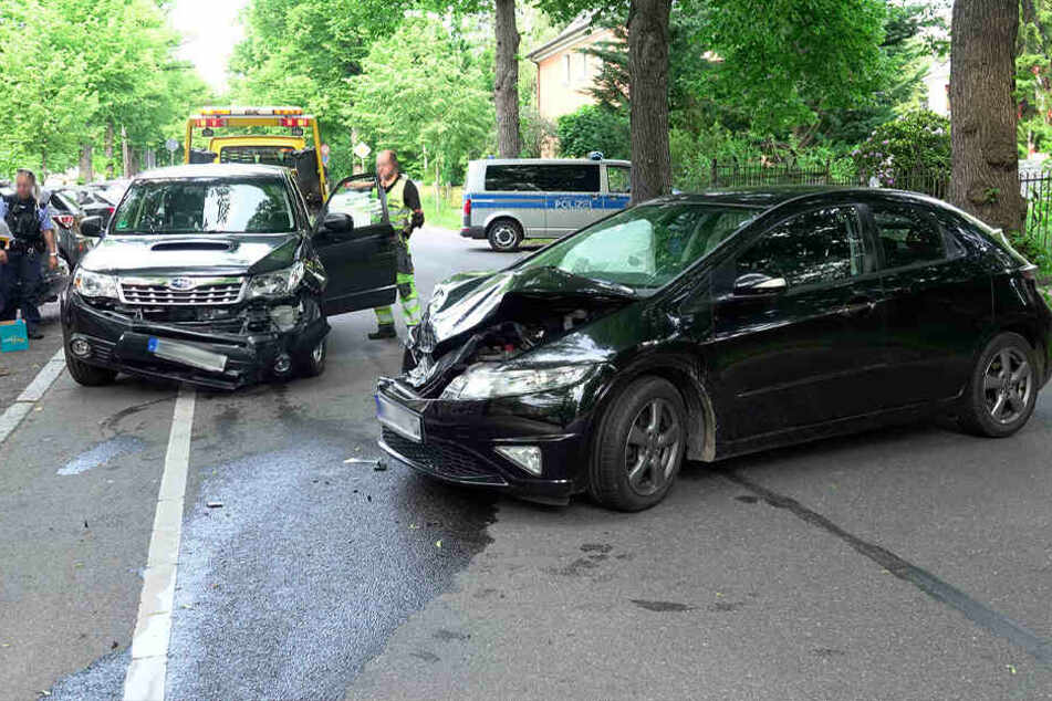 Auf der Zeisigwaldstraße sind ein Honda und ein Subaru zusammegestoßen.