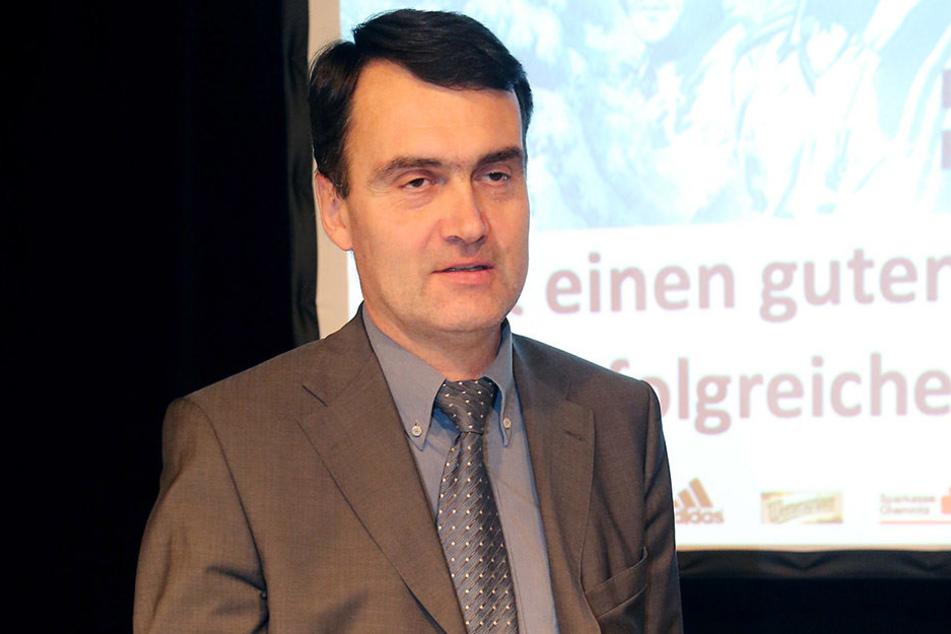 Präsident Dr. Mathias Hänel will mit dem CFC in die 2.Liga. Er nimmt nicht nur den Spieler sondern auch den Trainer in die Pflicht.