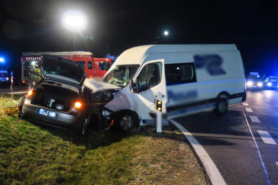 Der Kleinwagen hatte am 15. Oktober dem Transporter die Vorfahrt genommen. Für die Beifahrerin kam jede Hilfe zu spät.