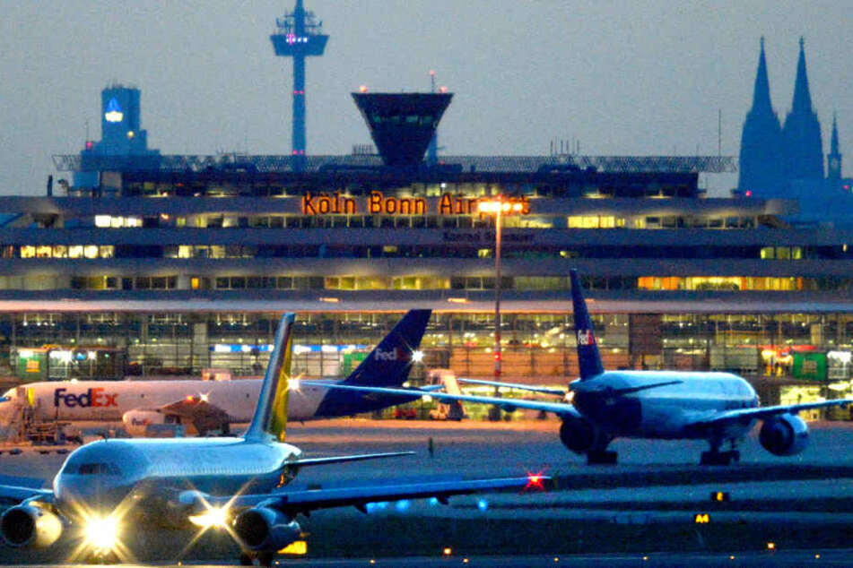 Am Flughafen Köln/Bonn nahmen Bundespolizisten den gesuchten Mann fest.