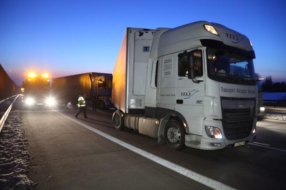 Zwei Lkw krachten auf der A4 bei Dresden zusammen.