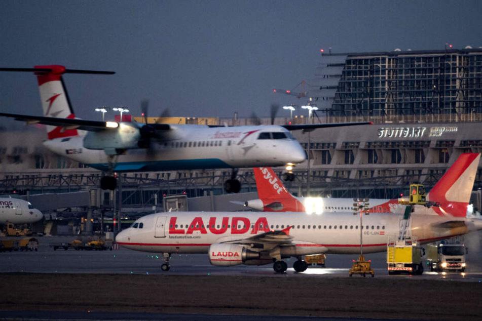 Flugzeuge vor dem Terminal 1 des Stuttgarter Airports.