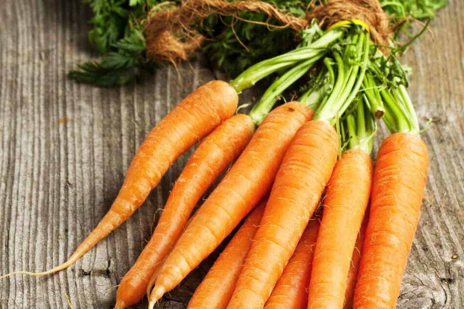 Sich mit Karotten die Brille förmlich wegzuknabbern, das funktioniert leider nicht: Die allermeisten Fehlsichtigkeiten kommen nicht durch einen Mangel an Vitamin A.