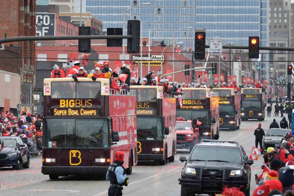 Mega-Parade: Kansas City feiert seine Super-Bowl-Helden!