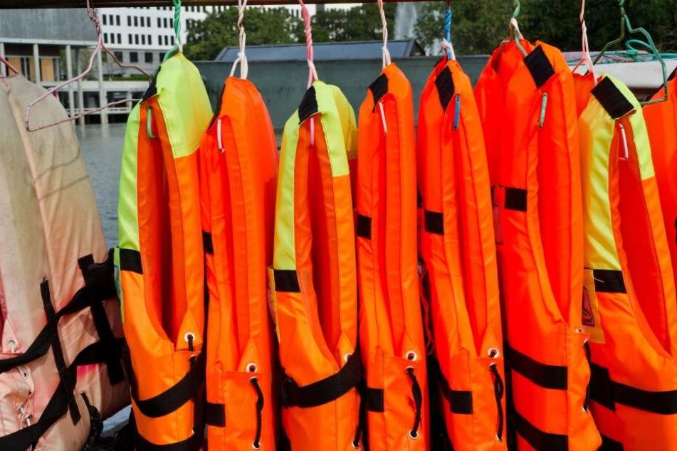 Köln: Rettungsboot benutzt? Hunderte Wasserskier und Schwimmwesten gestohlen