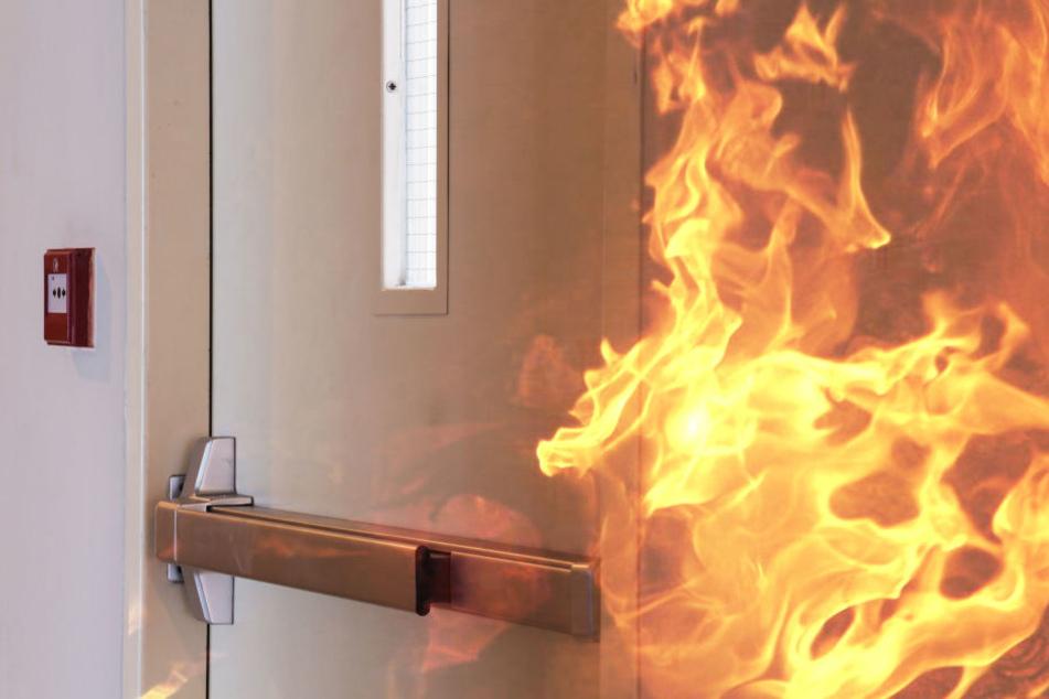 Flüchtling eilt Nachbarn im brennenden Haus zur Hilfe
