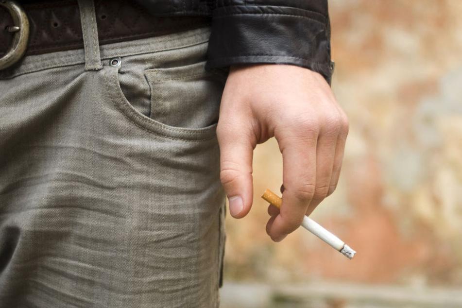 Wohl auf Entzug? Raucher verlangt mit Sturmhaube und Messer nach Zigarette