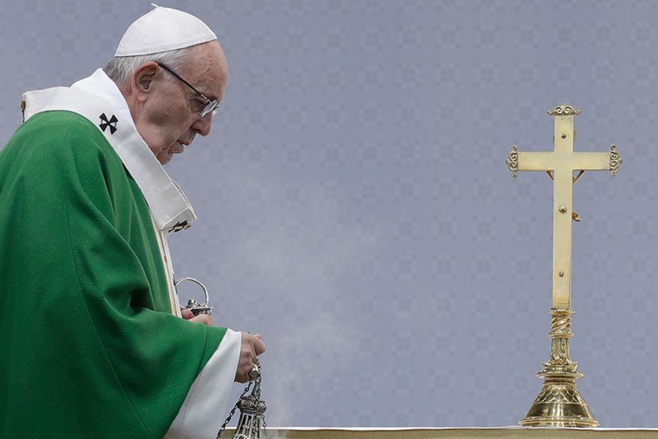 Papst Franziskus ruft die Katholiken zum Gebet für die Katholische Kirche auf.