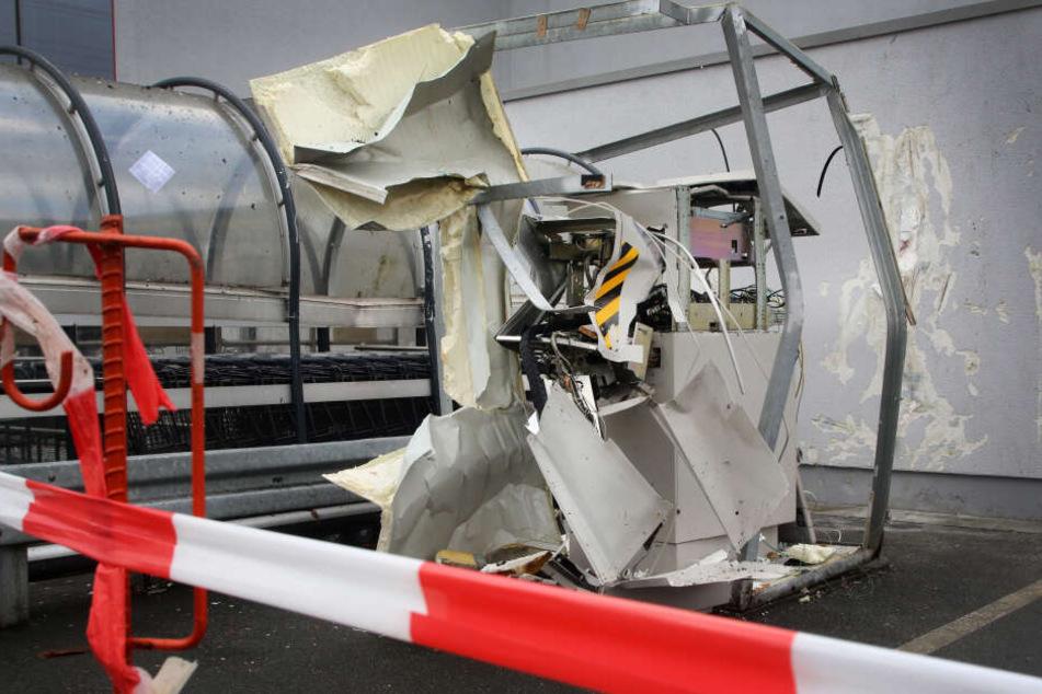 Ein zerstörter Geldautomat nach einer Sprengung.