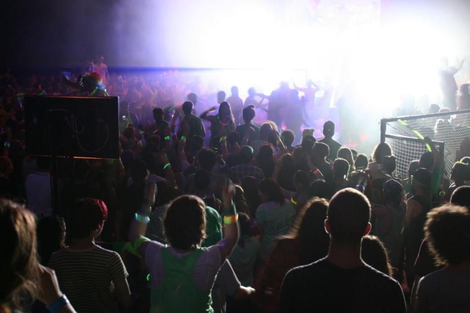 In einem Club im tunesischen Hammmamet spielte DJ Dax J einen Track, der dem Publikum aufstieß