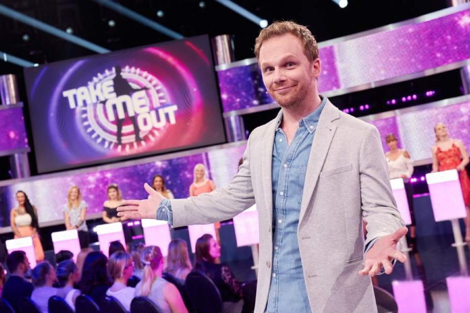"Moderator Ralf Schmitz verkuppelt in der RTL-Show ""Take Me Out"" Singles."