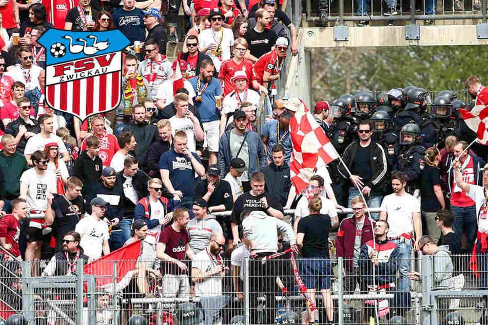 In Unterhaching: Polizei marschiert im FSV-Block ein, Fans festgenommen
