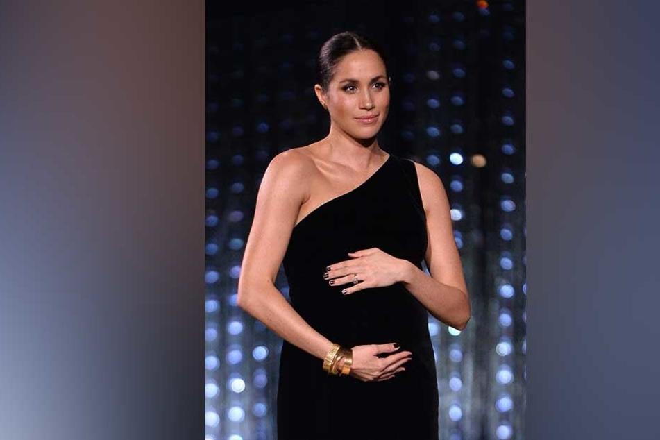 Auffällig oft hielt Herzogin Meghan (37) die Hände auf ihren wachsenden Bauch. Die Babykugel ist längst nicht mehr zu übersehen.