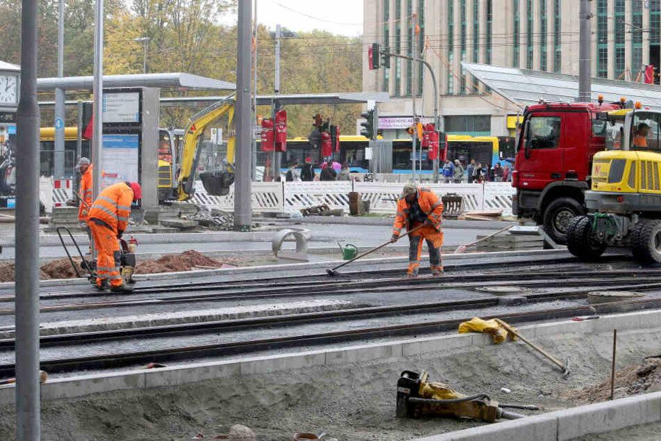 Derzeit wird noch an der Einfahrt zur Rathausstraße gearbeitet.